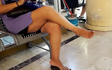Milf resting relaxing her sexy bare feets