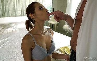 Wild flexible Latina streetwalker Veronica Leal deserves unstoppable missionary anal