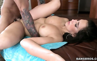 This pornstar babe is a masterpiece... Sweet ass, nice boobs and she fucks like a champ