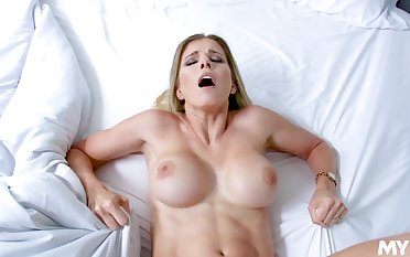 Mommy gets fucked in the pussy missionary hauteur