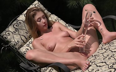 Outdoor toying and masturbating hither Audrey Hempburne