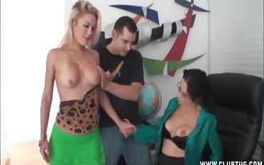 Office upper classes use their both hands to pleasure their horny boss