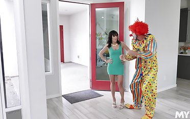 Sex scram Alana Voyage always wanted to be fucked by a clown