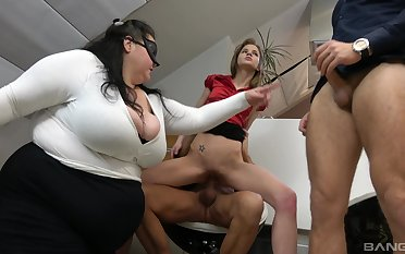 BBW shares the dicks with the phthisic whore in office orgy