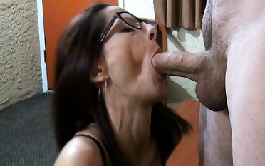 Brunette makes her mating fantasies a reality in cumshot action