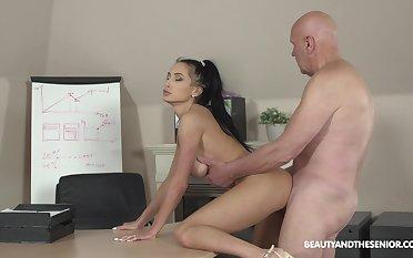 Svelte lady Nicole Love sucks sloppy cock and she fucks doggy darn great