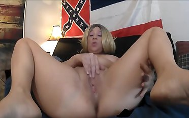 EAT MOMMY'S WET PUSSY