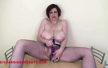 Big titties Trudi Stephens find a place be proper of her brushes