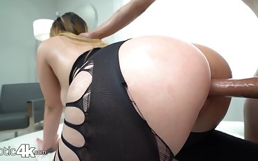 Chick with bubble ass Serena Skye gets fucked thought a hole close to leggings