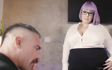 BBW penman Alexxxis Supplication seduces her boss together with gets fucked on the game table