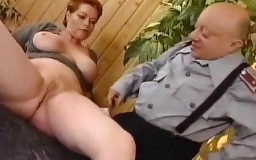 Deutsch milf Kira Red Raue gefickt von Midget