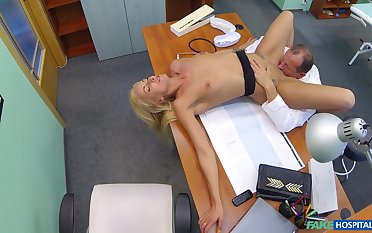 Gaunt comme ci patient Joana White examined nigh a doctor's dick