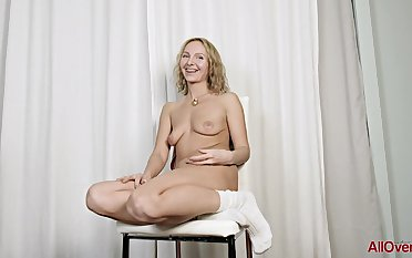 39 y.o. hot MILF Lisa exclusively session