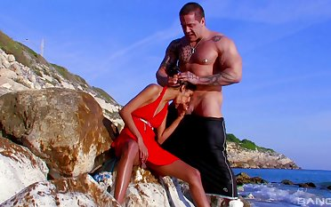 Hardcore pussy shacking up and ass pigeon-holing by the sea with Indiana Fox