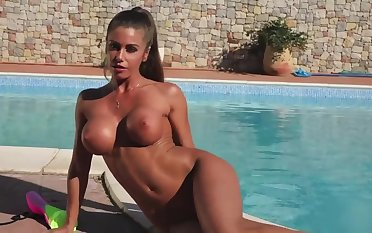 busty tanned vixen Isabelle hot without equal dusting