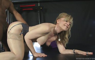 Fit fat bottomed GILF Nina Hartley cannot her a big black cock