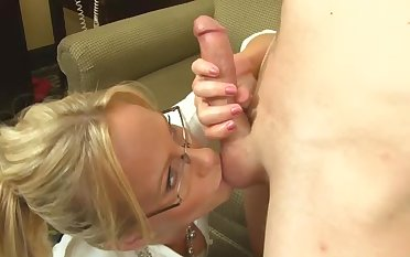 Auntie likes my dick and she wants to suck rolling in money unproductive