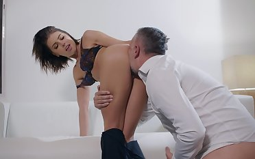 SExual pleasures with a married woman hungry for cock