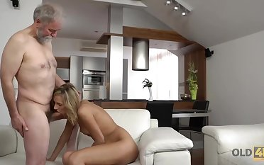 Intake blonde slut and an elderly man are giving pleasure to each other, in the living room