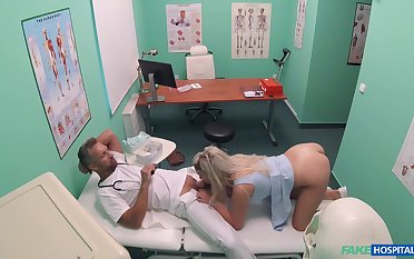 Sienna Day gets the daylights fucked get a kick from her at her doc's office