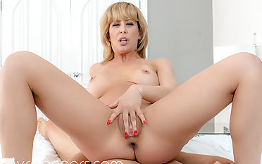 VR BANGERS Sultry mom getting wild superior to before holidays