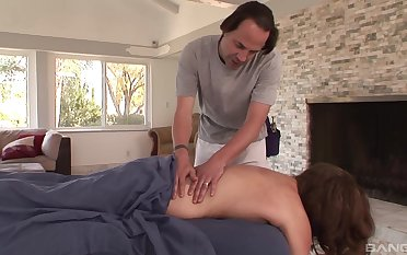 Guy fucks married wholesale baulk seducing her on the massage table