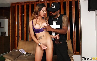 Surcease kissing her well hung black BF shemale Veronica Zuluaga enjoys some anal