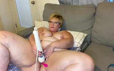 BBW Hang in there Cam! Watch me Play and Squirt