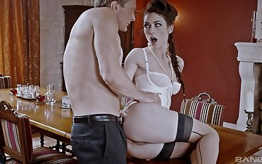 Hot ass model Arwen Gold takes missing her panties to be butt fucked