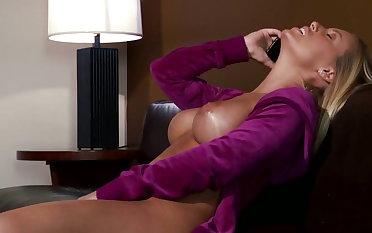 Nicole Aniston likes it heavy