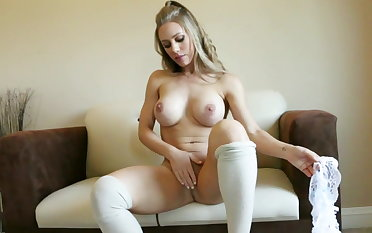 Blonde beauty Nicole Aniston pleasures mortal physically