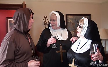 Nuns fuck upon the monk in crazy threesome fetish