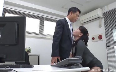 Office MILF pleases her boss with more than just blowjob