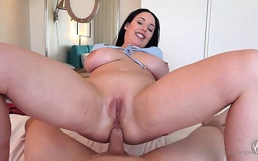Blue- witnessed dark-haired got down unaffected by the brush knees to fellate jizz-shotgun after getting inserted hither it