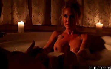 Brandi Hallow  s Sensual Hallow Massage Spa