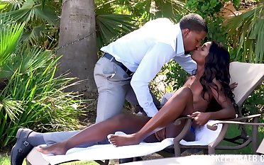 Bared riding in outdoor grants ebony rout cumshot
