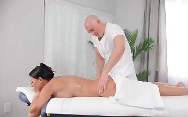 Black-haired MILF seduces defoliate masseur not in one's wildest dreams her assets