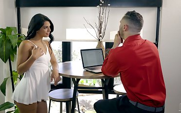 Hot Latina nympho Gina Valentina desires thither ride sloppy fat cock